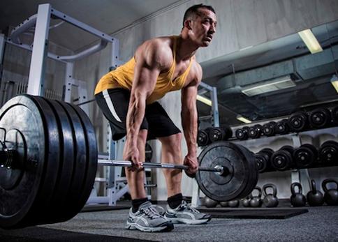Plano de treino com cargas elevadas para maximizar o crescimento muscular