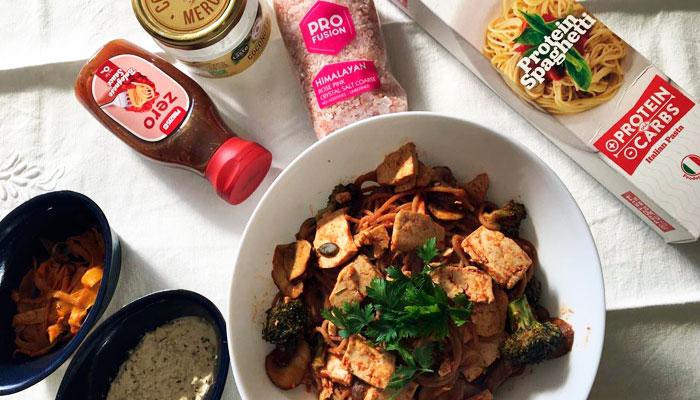 Esparguete de tofu e cogumelos com molho bolonhesa