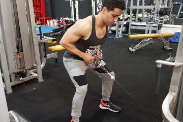 Exercícios costas: remada com cabos