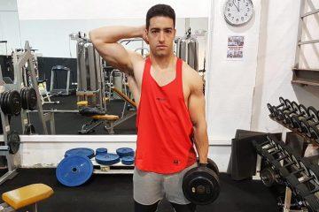 Exercícios abdominais: Inclinação lateral com haltere