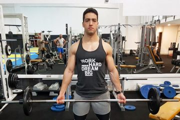 Exercícios braços: Bíceps curl com barra