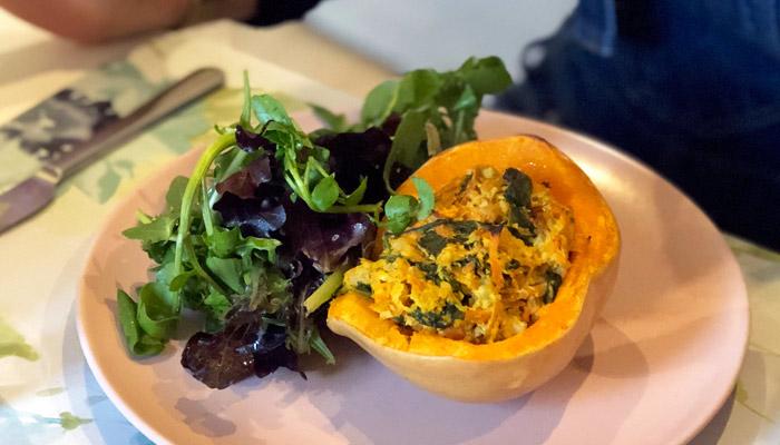 Receitas saudáveis para emagrecer: abóbora recheada com salada