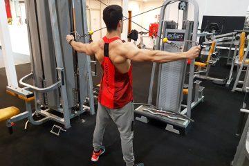 Exercícios ombros: Cruzamento de cabos com inversão