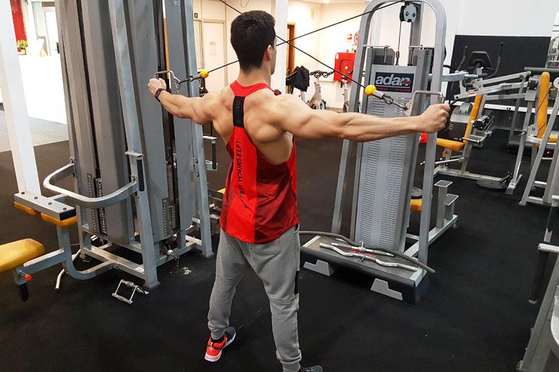 Exercícios ombros: Cruzamento de cabos com inversão - Nuno Feliciano
