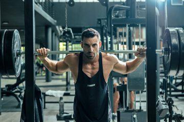 Fortgeschrittenes trainingsprogramm zum aufbau von muskeln und zur steigerung der definition