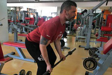Exercícios costas: Remada com barra