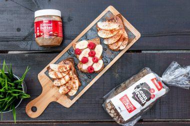 Lean Bread e Manteiga de amêndoa - Mudar horários do pequeno-almoço e do jantar ajuda a reduzir a gordura corporal